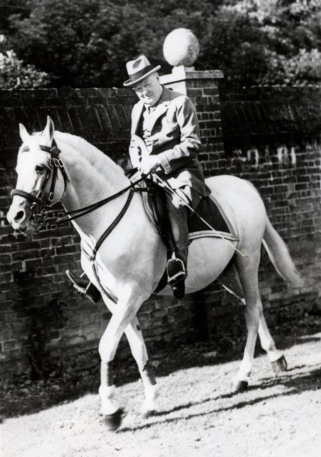 Winston Churchill, un homme de cheval aux rênes du royaume